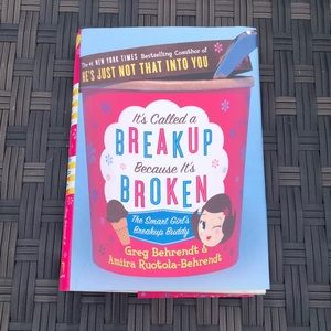 IT'S CALLED A BREAKUP BECAUSE IT'S BROKENHardcover